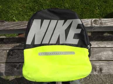 Nike Max Air Vapor Duffel Ventilated Pocket