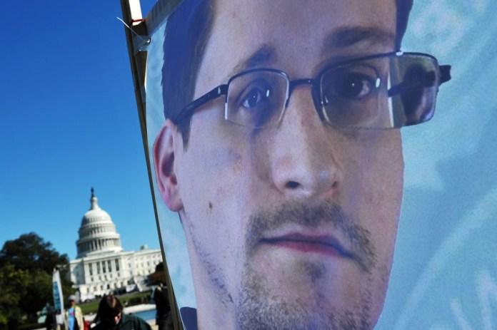 """En su libro """"Vigilancia Permanente"""", el propio Snowden cuenta sobre las consideraciones morales y éticas que lo empujaron a recopilar miles de documentos."""