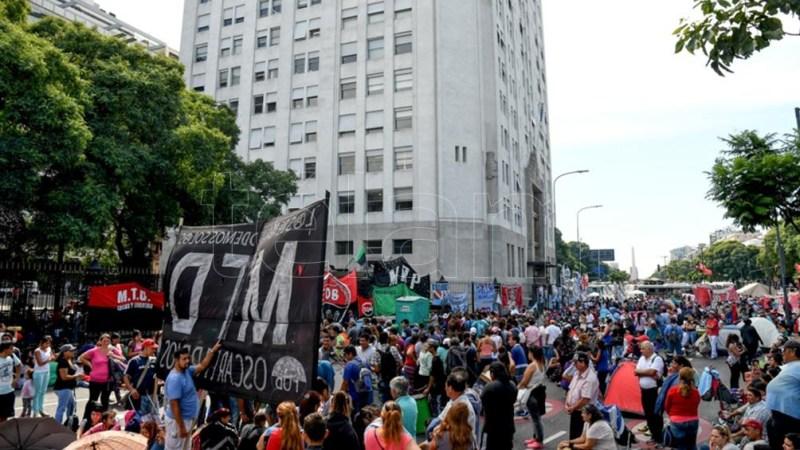 Luego de la concentración marcharán a la sede del Ministerio de Desarrollo Social, Av. Belgrano y 9 de Julio.