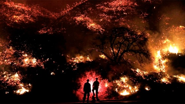 Ante esta situación, se emitieron avisos de evacuación para grandes áreas de un condado de California.