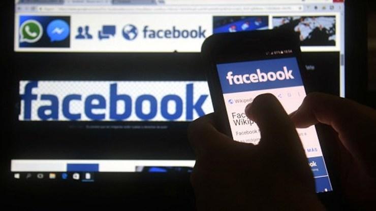 Google y Facebook exigirán que todos sus empleados que desarrollen tareas en sus instalaciones estén inmunizados.