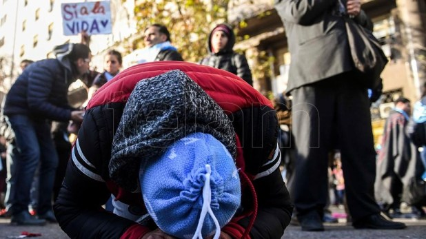"""El lamento de los que se embanderaron atrás del slogan """"Salvemos las dos vidas"""" tras la media sanción."""