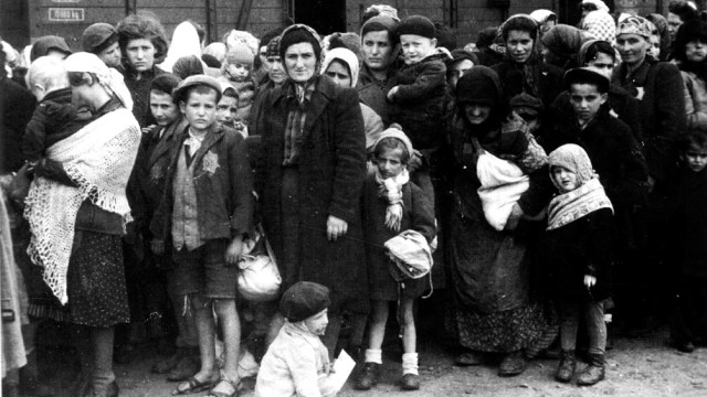 Miles de europeos judíos tuvieron que huir de sus hogares para escapar del genocidio.