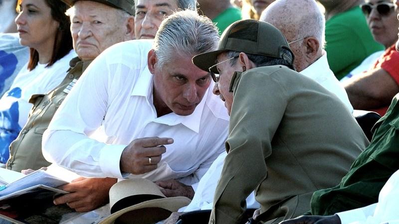 Díaz Canel junto a Raúl Castro que acaba de retirarse a los 89 años.