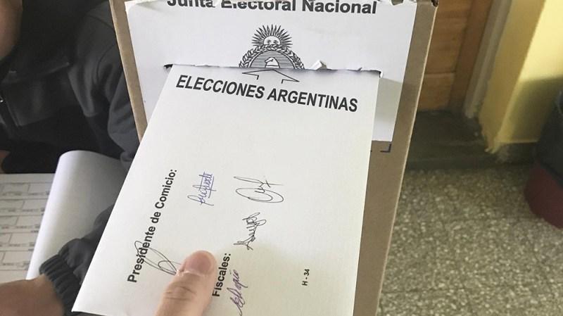 Según se divulgó, los precandidatos y candidatos de las distintas fuerzas emitirán su voto este domingo entre las 10 y las 13.