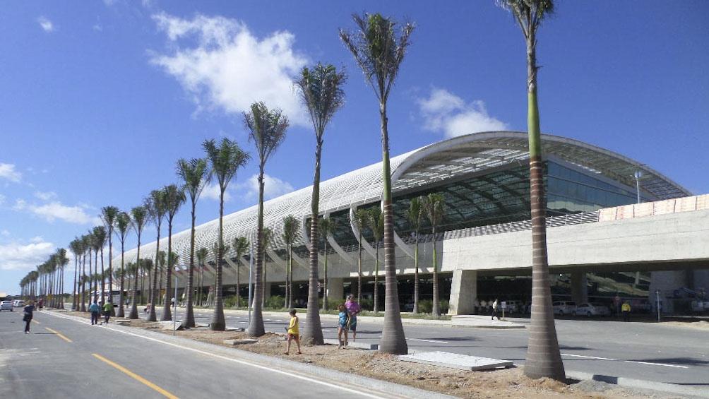 Los aeropuertos y aerolíneas piden minimizar los requisitos de cuarentena para los viajeros.