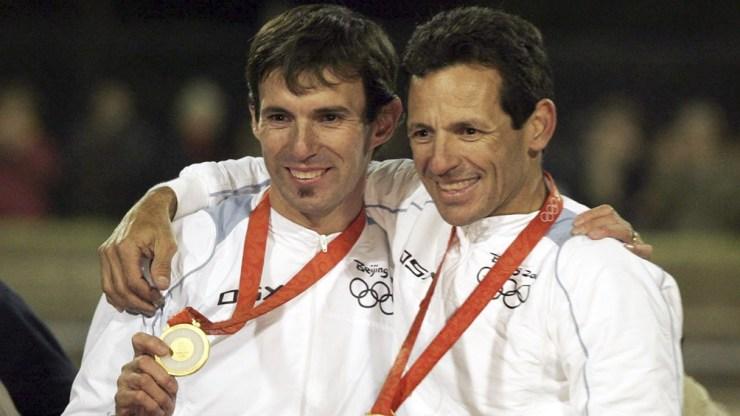 Juan Curuchet y Walter Pérez, con la medalla dorada en Beijing 2008.