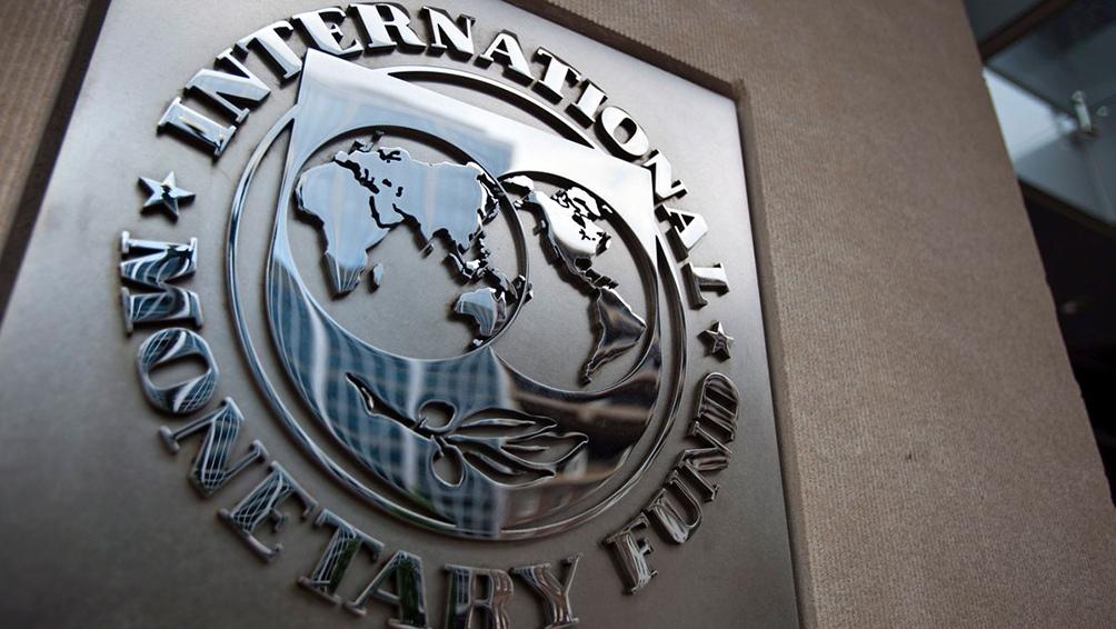 """Según explicaron, la política de sobretasas del FMI """"descansa exageradamente en la idea de que los mercados de capitales funcionan correctamente""""."""