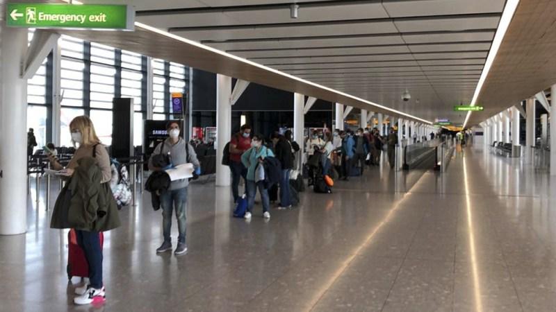 Actualmente los viajeros que regresan de destinos de la lista roja deben pasar 11 noches en cuarentena.
