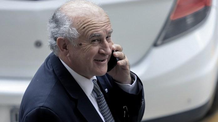 El primer signo visible de las travesuras fueron las pinchaduras a los teléfonos de Parrilli .