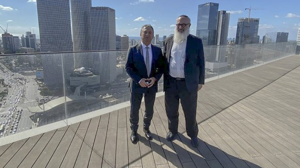 Urribarri junto al empresario argentino Eduardo Elsztain