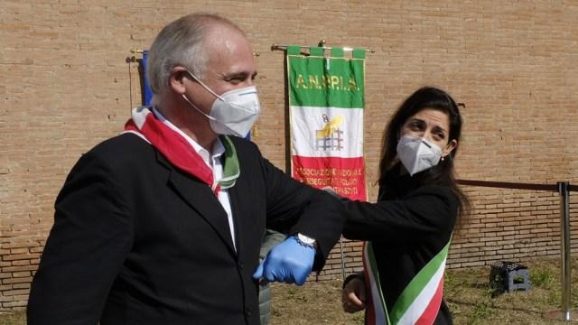 La actual alcaldesa Virginia Raggi irá por la reelección en Roma.