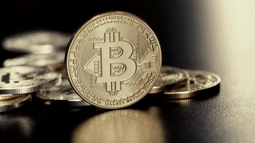 El valor de mercado de todas las criptomonedas cayó a casi la mitad.