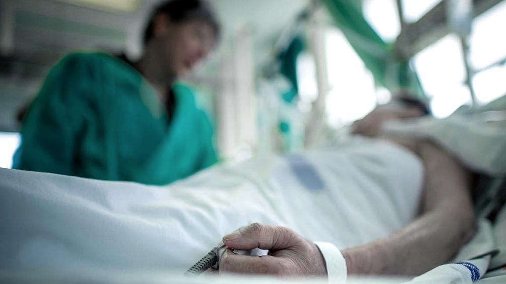 La cartera sanitaria indicó que son 4.365 los internados en unidades de terapia intensiva
