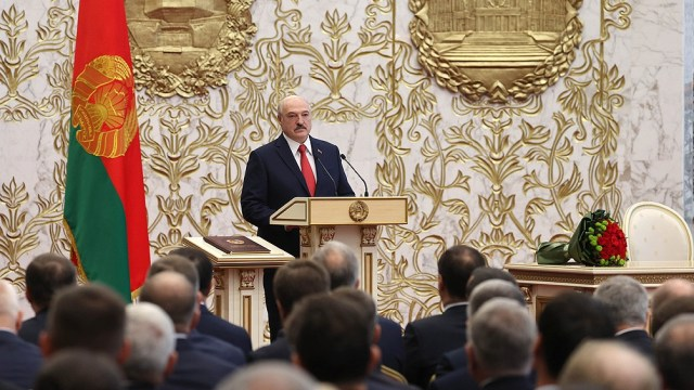 El desvío forzoso a Bielorrusia de un avión de pasajeros europeo fue para detener a un destacado opositor al presidente Alexander Lukashenko