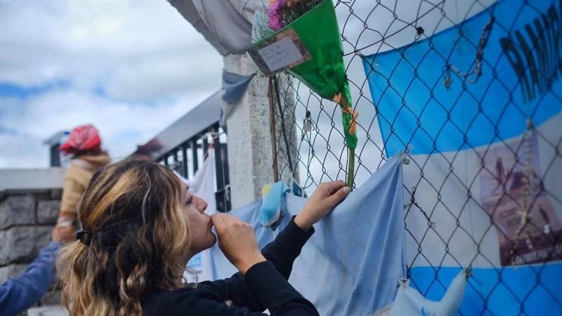Los informes dan cuenta de seguimientos sistemáticos y fotografías de los familiares frente a la Base Naval de Mar del Plata y otros sitios.