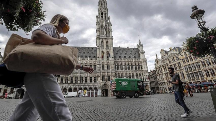 Bélgica también está relajando sus restricciones, permitiendo que los cafés y restaurantes sirvan en el interior.