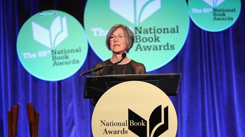 Louise Glück es autora de catorce libros de poesía y dos ensayos.