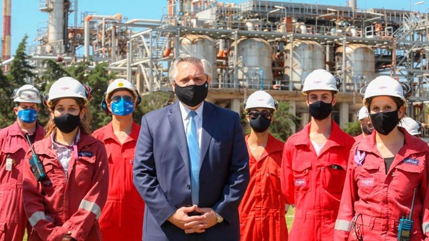 Acto en la refinería encabezado por el presidente Alberto Fernández.