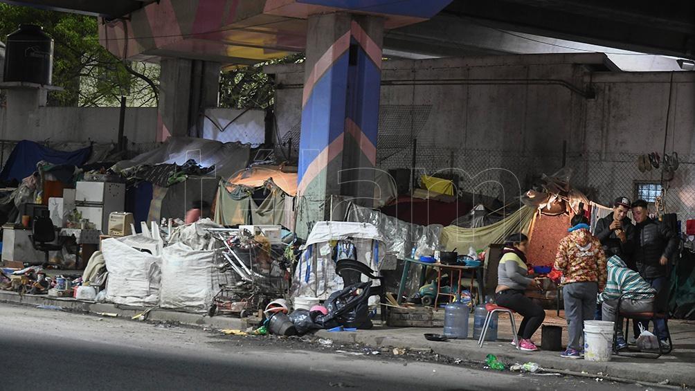 En Ciudad de Buenos Aires existen 7.251 personas en situación de calle de las cuales 5.412 no tienen acceso a paradores.