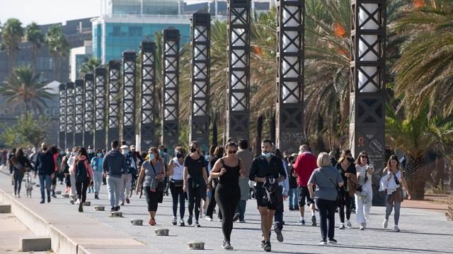 España contabiliza más de 80.000 decesos y 3,7 millones de contagios, pero el número de casos descendió en las últimas semanas.