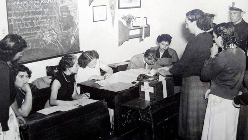 Las mujeres asistieron masivamente a votar.