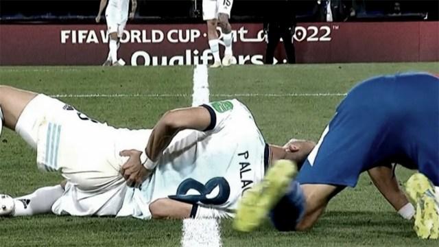 Romero lesionó a Palacios con un duro rodillazo en la espalda.
