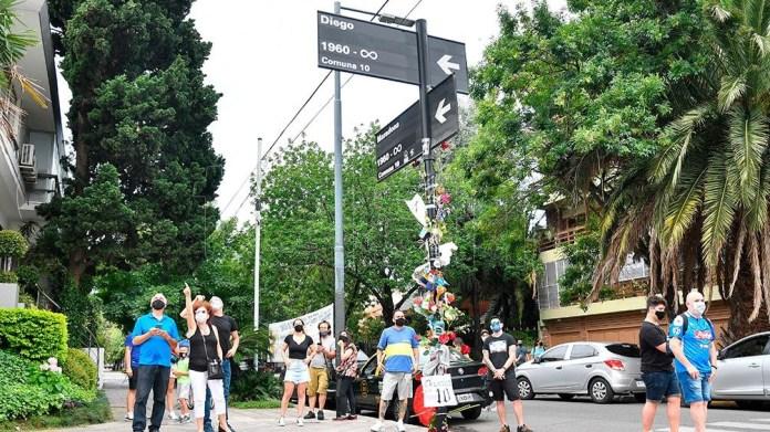 Las calles de Habana y Segurola modificadas a Diego y Maradona, simbólicamente.