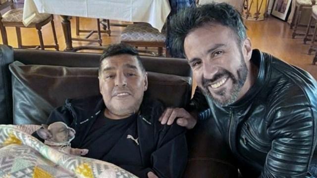 Maradona, la mayor figura de la historia del fútbol mundial, murió a los 60 años el 25 de noviembre de 2020 al mediodía.
