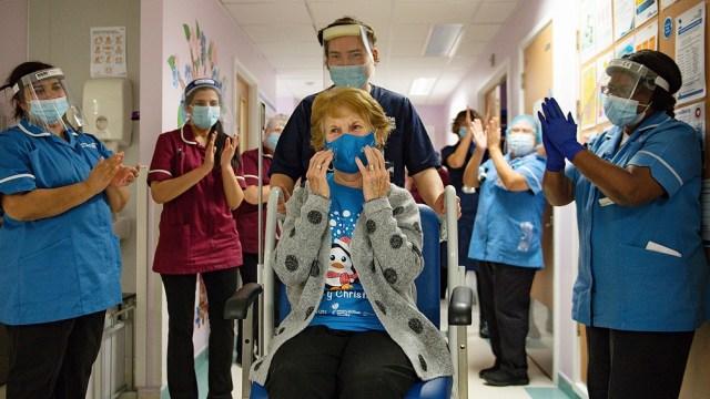El Reino Unido fue el primer país occidental que comenzó a inyectar dosis de la vacuna de Pfizer/BioNTech a principios de diciembre.