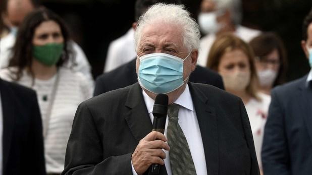 """""""Estamos negociando con China un millón de dosis para enero"""", aseguró Ginés González García."""