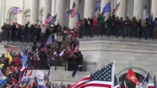 Las falsas denuncias de fraude llevaron en enero pasado a que fanáticos ultraderechistas tomaran el Capitolio.