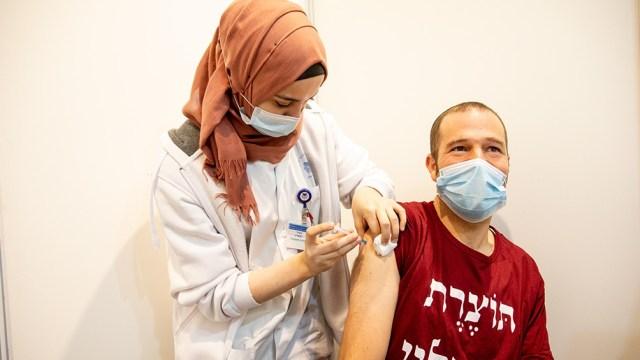 Israel es el país del mundo que más porcentaje de su población vacunó hasta ahora