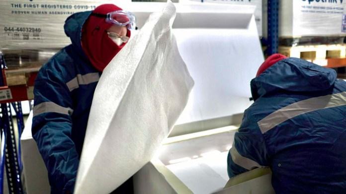 Para la distribución, las dosis fueron introducidas en 600 conservadoras de telgopor de 60 litros, refrigeradas través de 31 placas eutécticas congeladas.