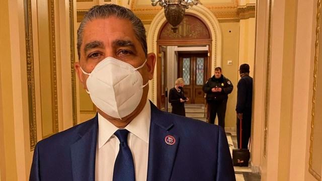 Espaillat dio positivo en un test de coronavirus, días después de refugiarse en una habitación durante el asalto al Capitolio
