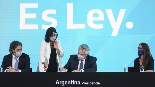 El acto en el que el presidente Alberto Fernández promulgó la ley de la Interrupción Voluntaria del Embarazo.