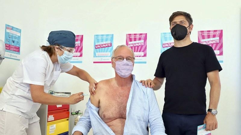 Daniel Gollan, el primer argentino mayor de 60 en vacunarse.