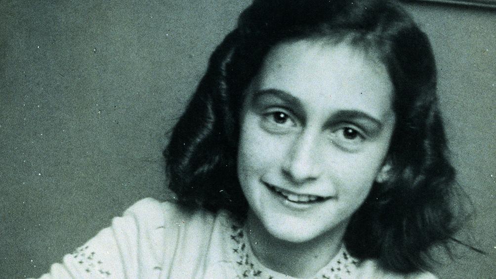 El rostro de la niña, conocida por la edición del diario íntimo que escribió en los casi dos años y medio que pasó oculta con su familia en una casa de Ámsterdam