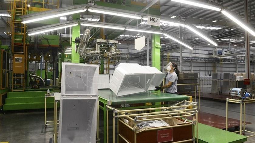 La fábrica cuenta con una plantilla de 485 trabajadores de los cuales 55 son mujeres.