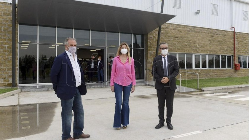 El Secretario de Industria, Ariel Schale, y la intendenta de Cañuelas, Marisa Fassi, visitaron la planta en Cañuelas