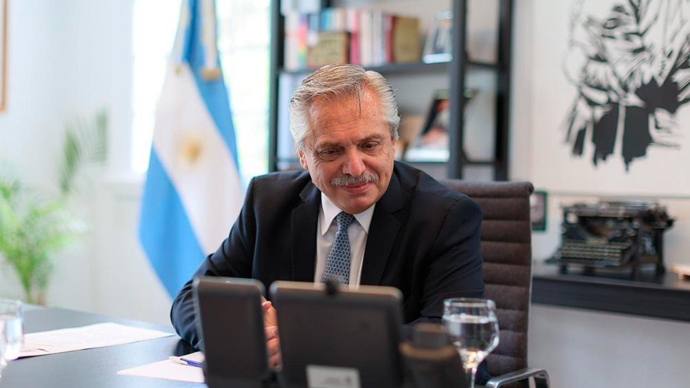 """El Presidente """"volvió a solicitar la ayuda de su par de Rusia para garantizar el envío regular de vacunas hacia la Argentina""""."""