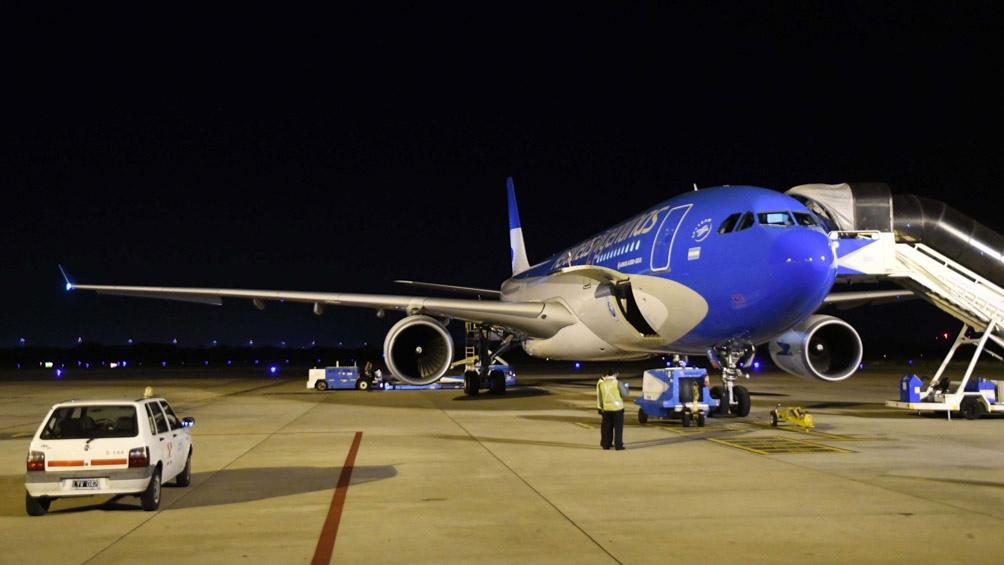 El avión se alista para la travesía.