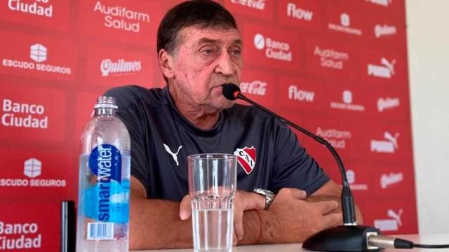 """Falcioni, antes del debut del """"Rojo"""" ante Lanús (Foto: @Independiente)"""