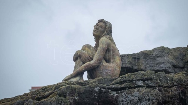 Las autoridades locales aun buscan al autor o autora de esta misteriosa estatua.