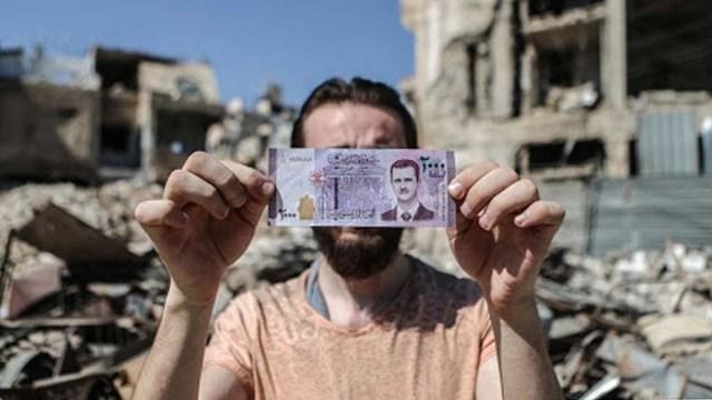 El presidente de Siria, Bashar al Assad, le pidió la renuncia este martes al gobernador del Banco Central, Hazem Karful.