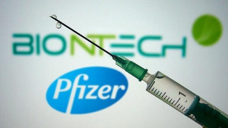 """Pfizer señaló que """"los acuerdos de suministro de nuestra vacuna contra COVID-19 se están realizando únicamente con gobiernos nacionales y organizaciones supranacionales""""."""