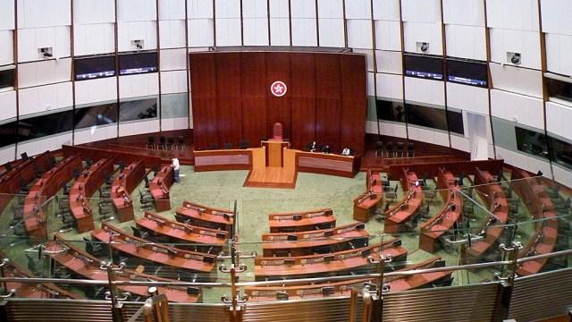 Hong Kong se convirtió en una Área Administrativa Especial, con una Legislatura cuyos miembros son electos por voto directo.