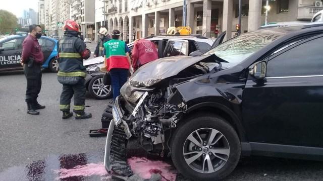 El conductor del otro auto debió ser asistido por los bomberos.