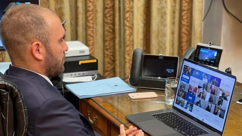 El ministro de Economía durante su participación en la videollamada.