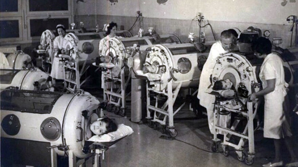 Cientos de niños tenían que ser recluidos en pulmotores para salvarles la vida. (AGN)